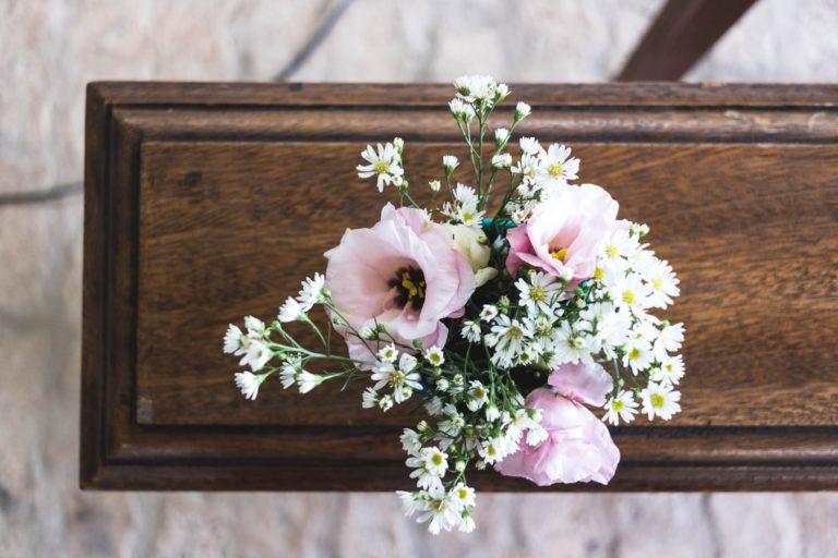 Blomster på toppen av en kiste